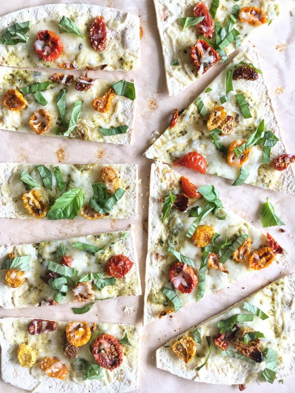 Farmers' Market Pizzas via lpzshealthytable.com #flatoutlove #pizza #vegetables #vegetarian