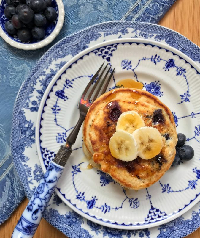 Blueberry Banana Cornmeal Pancakes via lpzshealthytable.com #breakfast