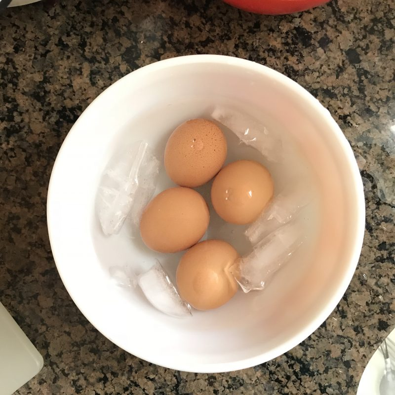How to make perfect and easy to peel hard boiled eggs via lpzshealthytable.com