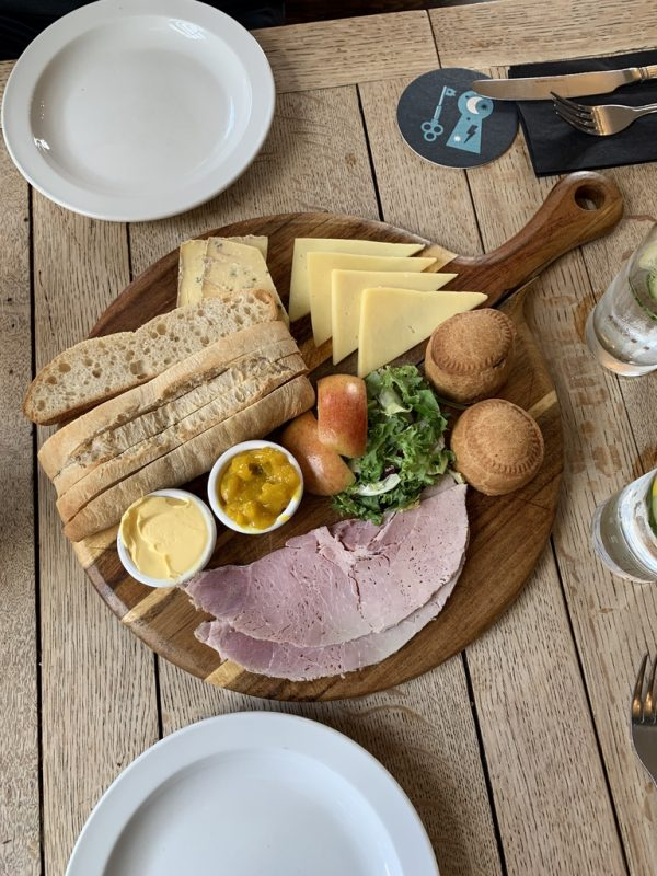 England food and adventure via lizshelthytable.com #england ploughman's lunch
