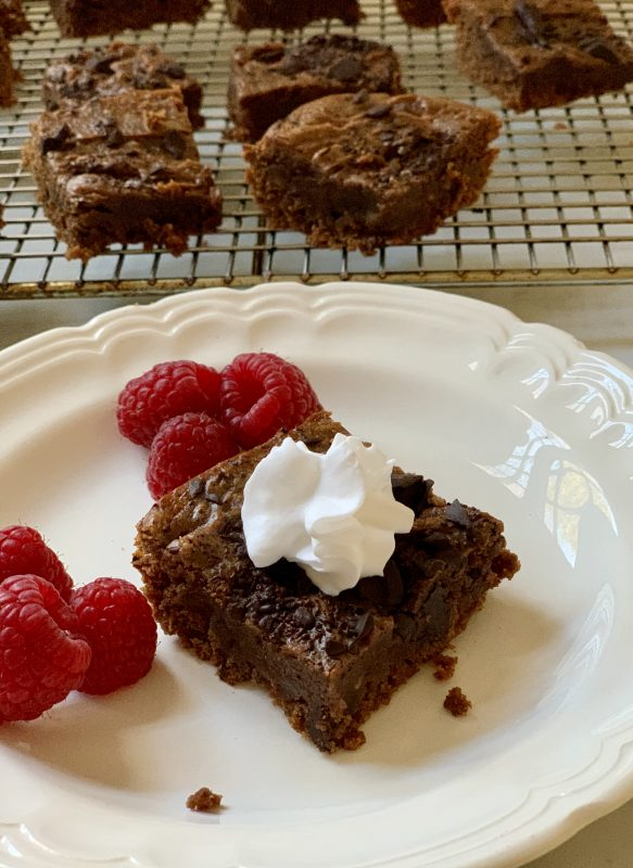 A Recipe for Gluten Free Ooey-Gooey Brownies via lpzshealthytable.com #GlutenFree
