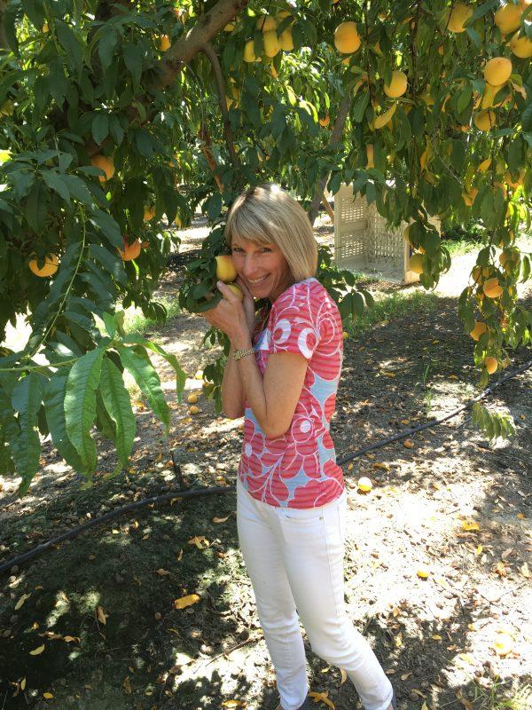 Peach and Banana Creamsicle Smoothie + A Primer on Peaches via lizshealthytable.com